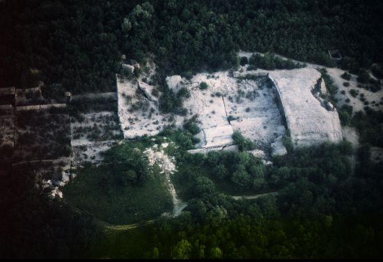Luftaufnahme der Bunkerreste heute (2007)