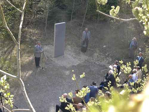 Gedenkfeier zur Stelenaufstellung 2003