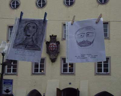 Gesichter vor dem Rathaus